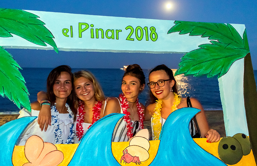 Parties and thematic events to enjoy the holidays with the family. Camping Pinar on the Costa Brava