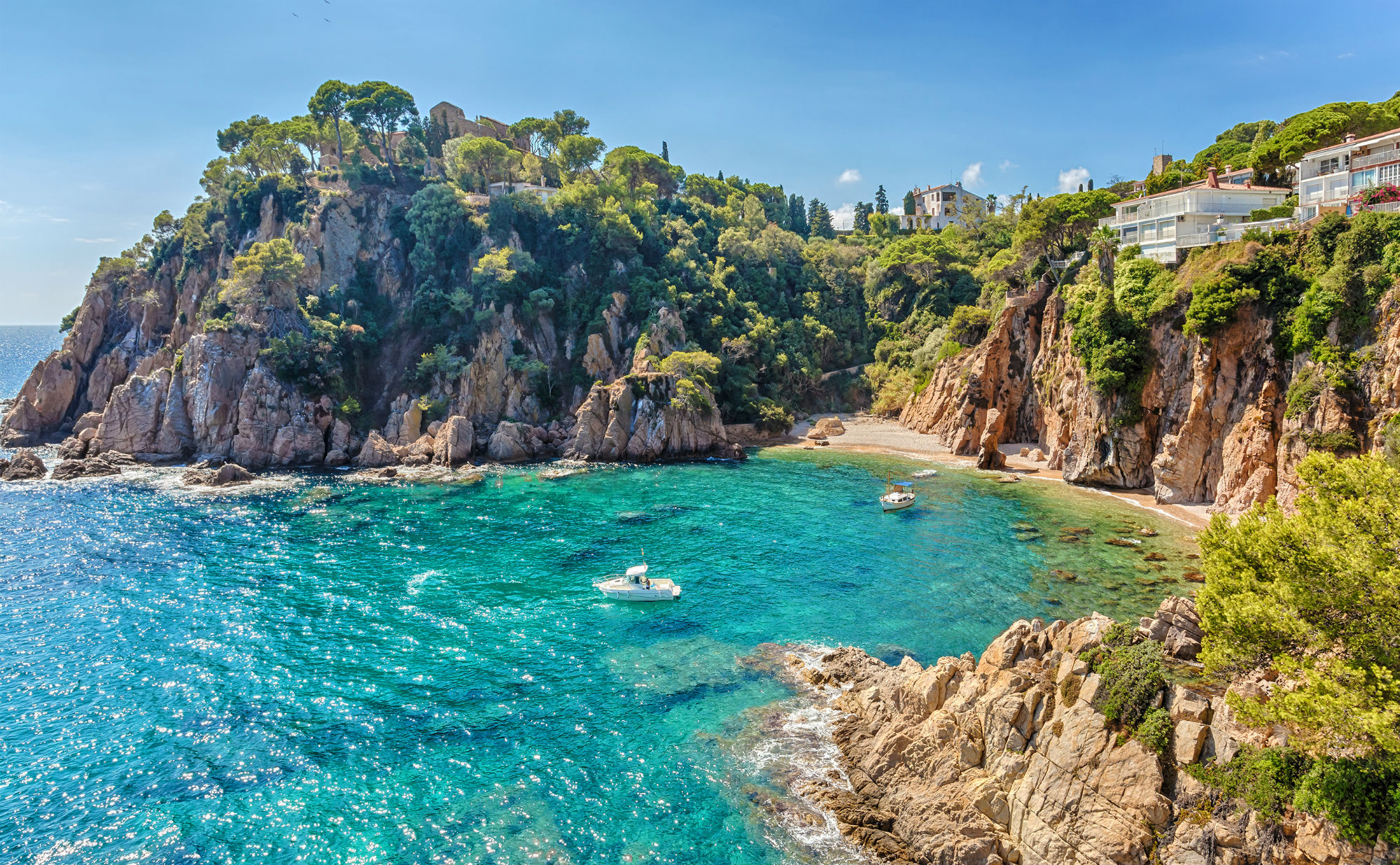 Tourism in Blanes from the campsite. Exploring the Costa Brava and its beach line is the best thing to enjoy the summer holidays
