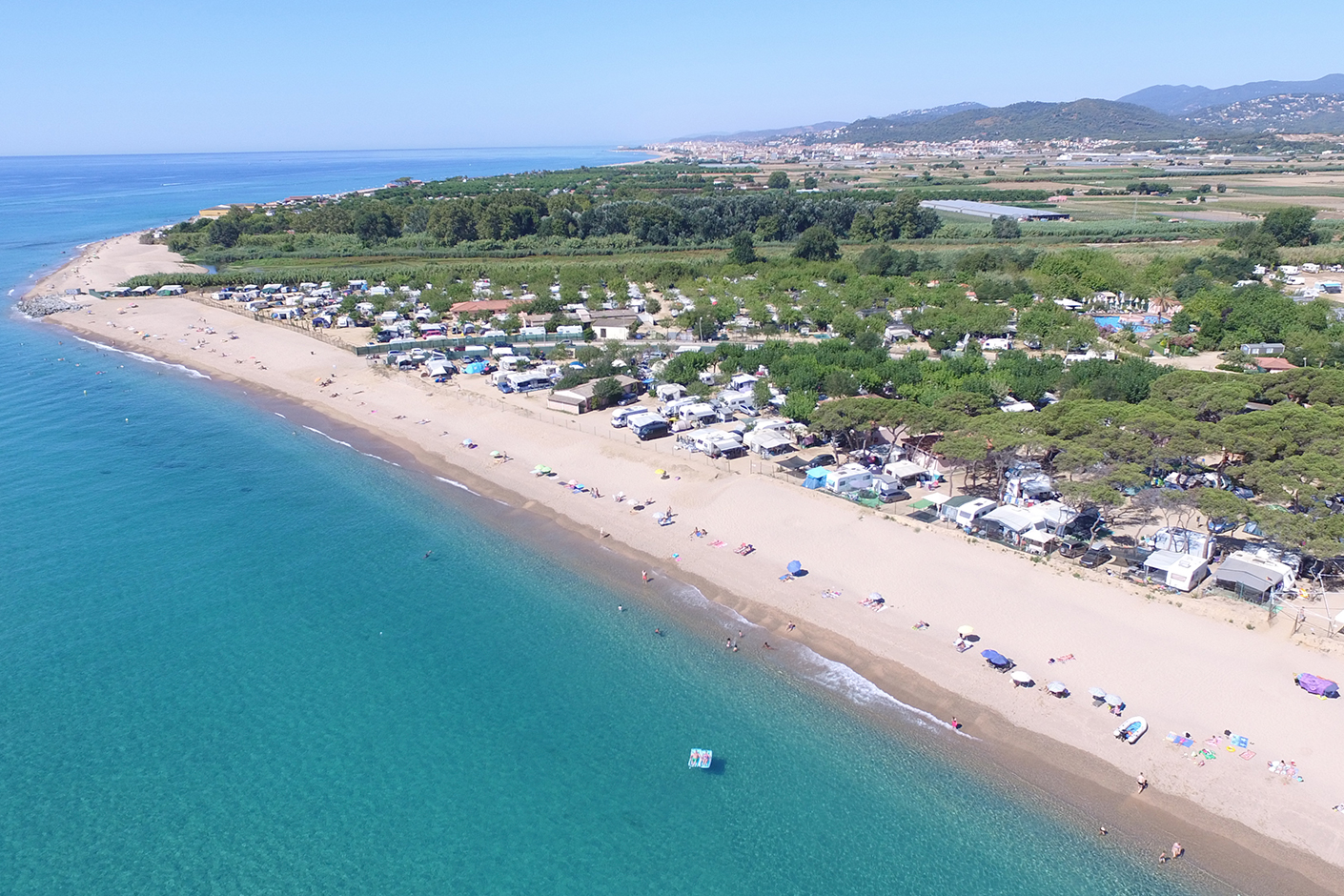 Pitches on the beachfront. Camping El Pinar