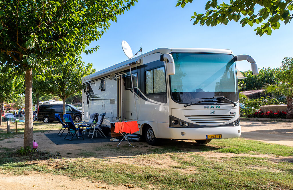 Pitches next to the beach for motorhomes. Standard, Comfort, and Comfort Plus pitches