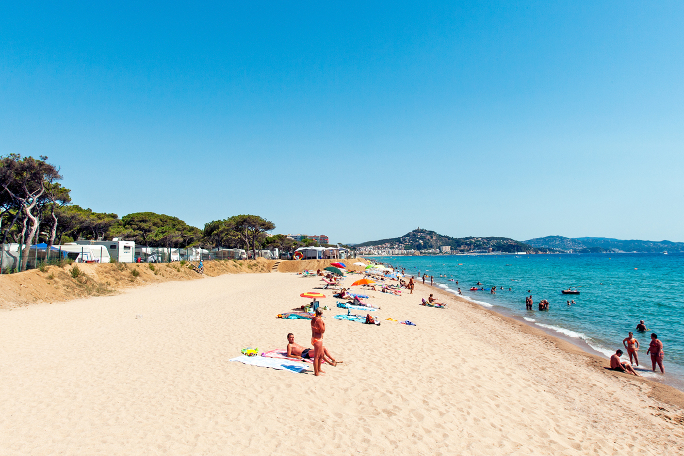 Pitches for campsite on the seafront in Costa Brava. Adapted for all types of families and friends