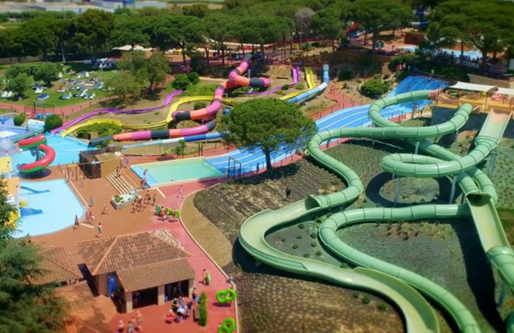 Entertaining water parks in Blanes for the whole family. Take advantage of your stay at our campsite to complete your summer holidays