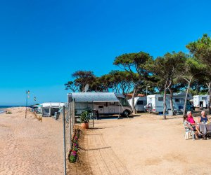 Webcam Camping El Pinar. La plage de Blanes en direct